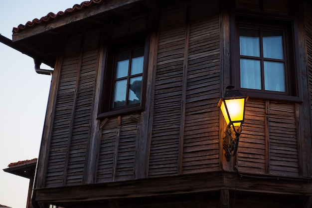 夜の美しい古代ランプ、クローズアップ