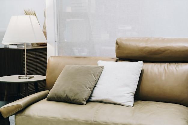 ソファーの美しく、快適な枕の装飾
