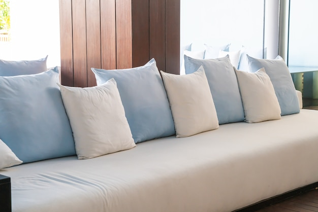 ソファーの美しく、快適な枕