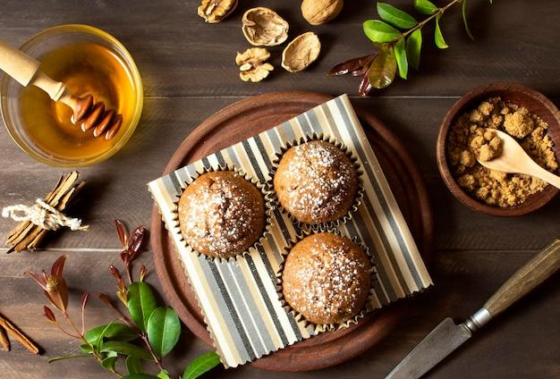 Красивый и вкусный десерт вид сверху