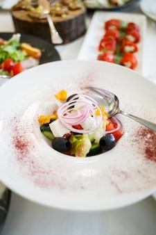 美しくて美味しいレストランの食事 Premium写真