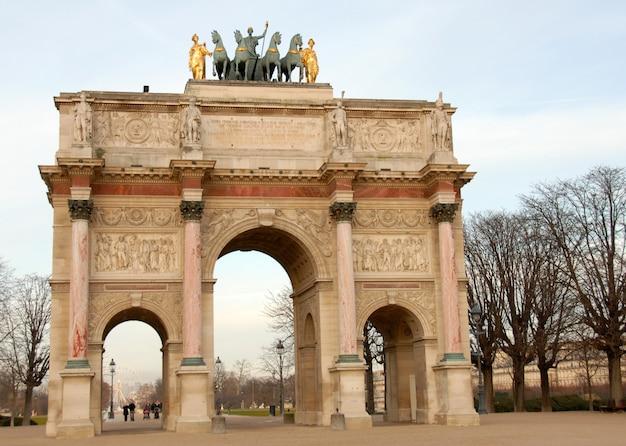 Beautiful arc de triomphe in paris