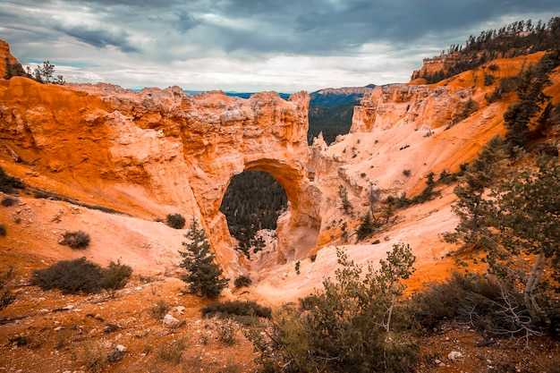 The beautiful the arch grand escalante in bryce national park. utah, united states