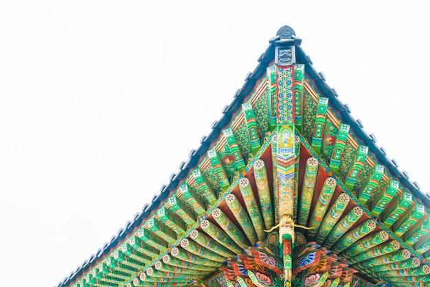 Красивая архитектура в храме хэдонг юнгунса находится на скале