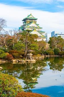 日本の大阪の大阪城の美しい建築。