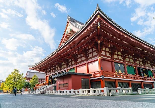Красивая архитектура в храме сенсоджи вокруг района асакуса в японии