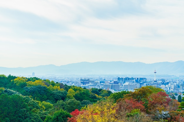 Красивая архитектура в храме киёмидзу в киото, япония