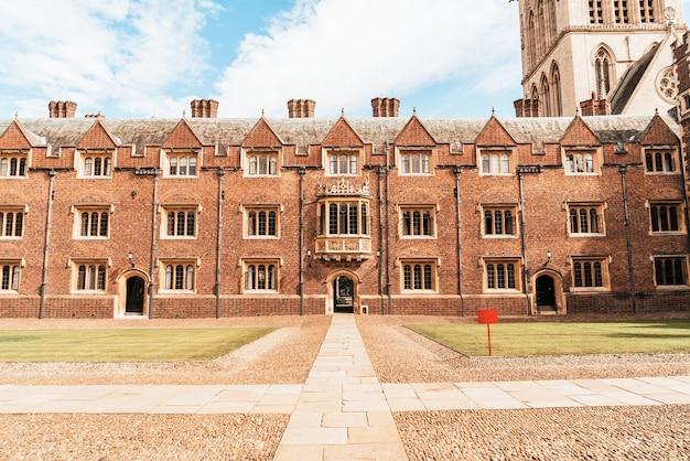 Красивая архитектура колледж святого иоанна в кембридже, великобритания.