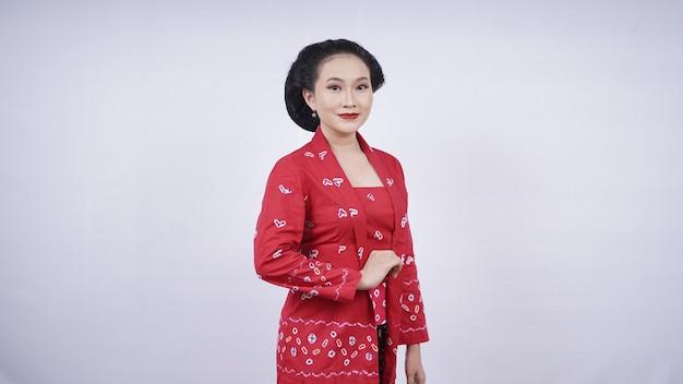 Красивое азиатское платье в элегантном стиле, изолированные на белом фоне