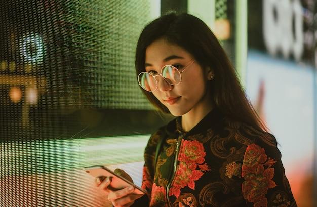 Красивые азиатские японские портреты улицы девушки