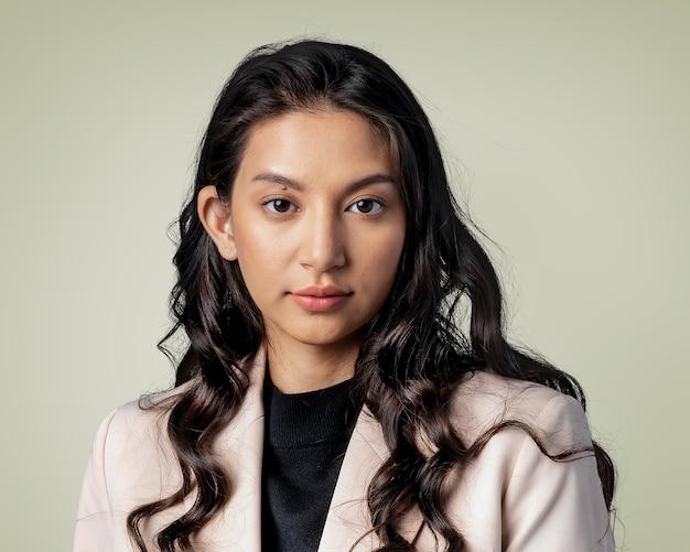 美しいアジアの女性の肖像画、笑顔