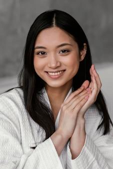 아름 다운 아시아 여자 초상화