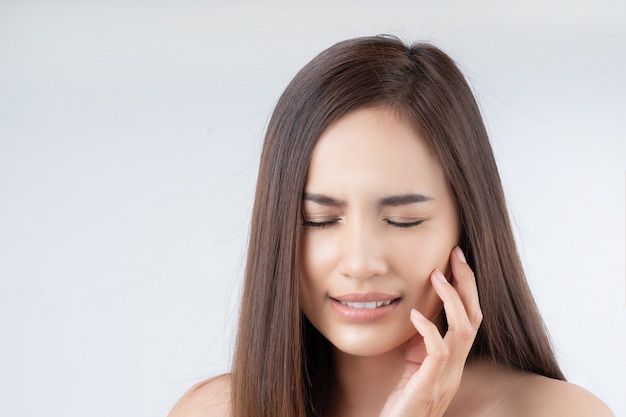 Beautiful asian women are having a toothache