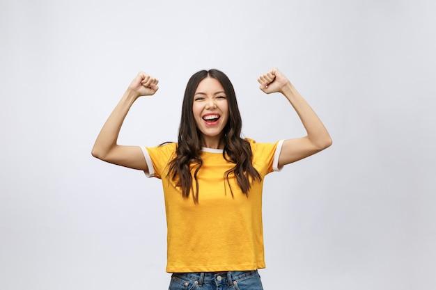 아름 다운 아시아 젊은 여자 흥분 하 고 성공의 기쁜