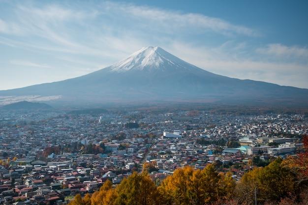 Beautiful autumn scene of mt.fuji-san in arakura sengen shrine, japan