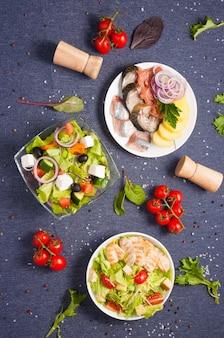 평평한 평신도 메뉴 샐러드와 차가운 전채를위한 아름다운 배경