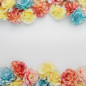 コピースペースと花で作られた美しい背景