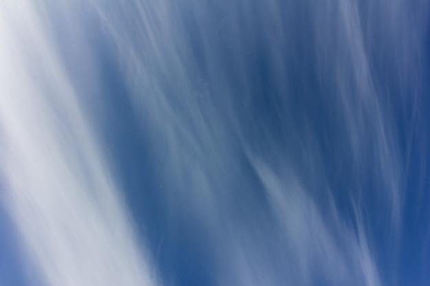 푸른 흐린 하늘의 아름다운 배경 질감