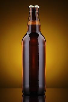 ラベルのない美しいビール瓶