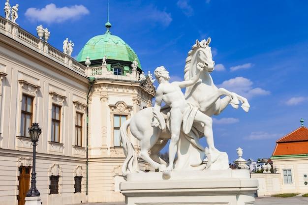 Красивый дворец бельведер в вене