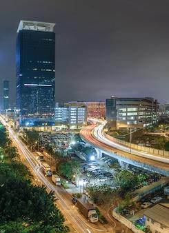 홍콩의 조명이 있는 아름다운 건물