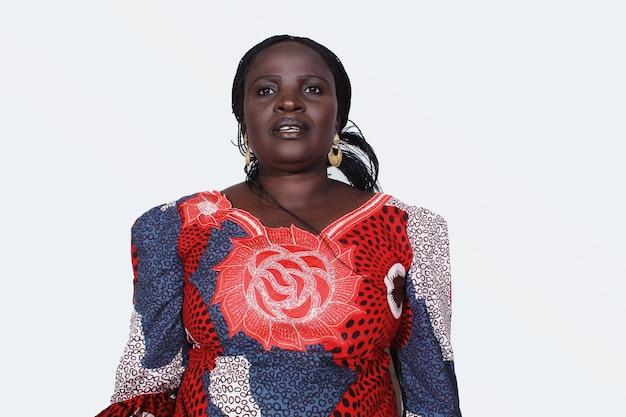 Красивая черная женщина, африканская мать