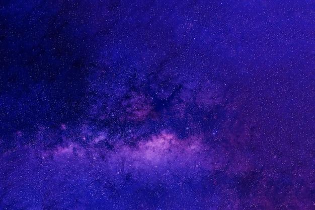 Красивая голубая галактика. элементы этого изображения были предоставлены наса. фото высокого качества