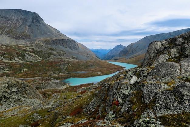 Beautiful blue mountain lake. altai mountains, siberia, russia