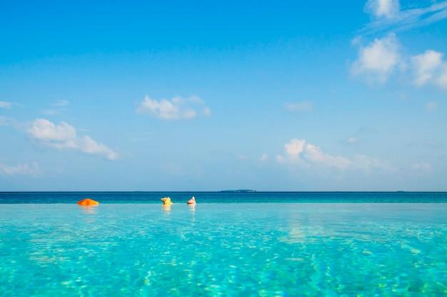 美しい青い海
