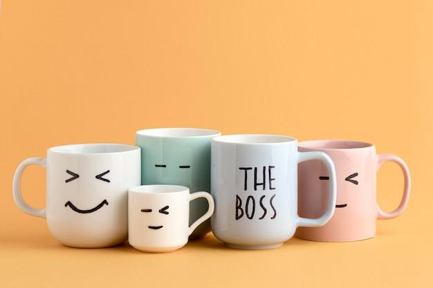 Красивая концепция дня босса с чашками