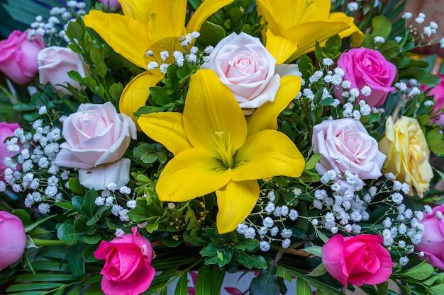 베트남 북부 사파의 거리 시장에서 판매되는 아름다운 꽃다발