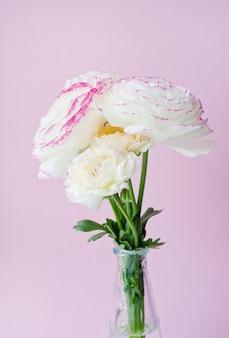 Красивый букет белых цветов лютик изолированные