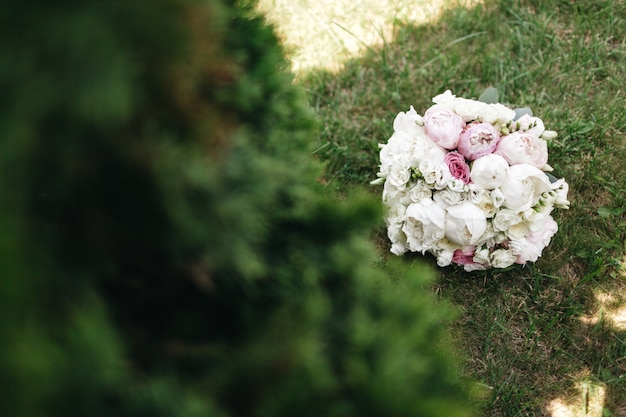 A beautiful bouquet of roses is on the grass