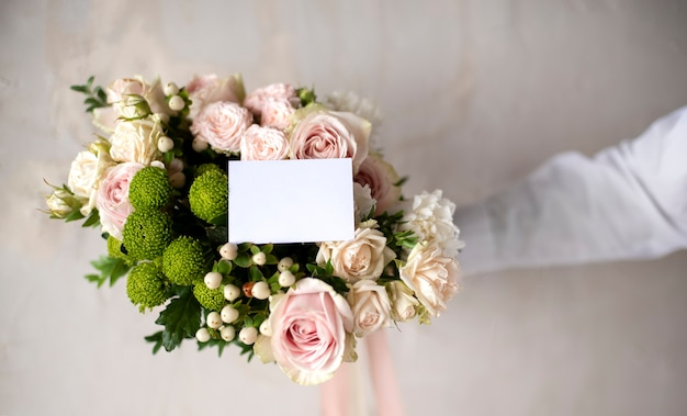 Bellissimo bouquet con nota vuota