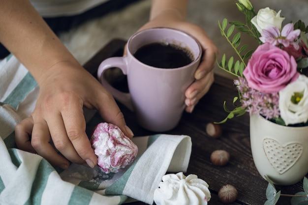 コーヒーとマシュマロの美しい朝食