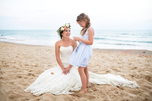 바다로 아름다운 신부와 자매