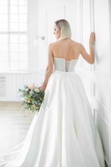 ウェディングドレスの美しい花嫁