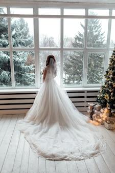 Красивая невеста в день свадьбы