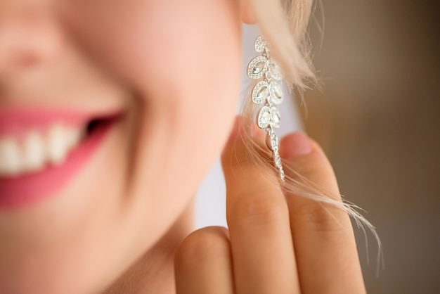 Beautiful bride wedding earring