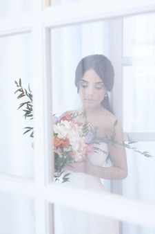 하얀 드레스를 입고 아름 다운 신부