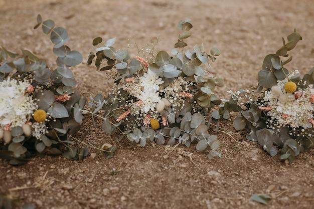 美しい花嫁介添人の花の装飾
