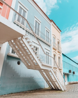 Красивая яркая красочная архитектура прибрежного города