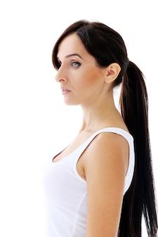 Bella bruna con i capelli lunghi