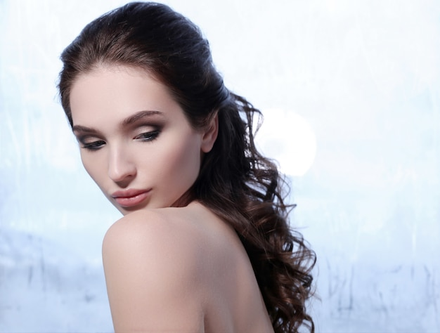 아름 다운 갈색 머리 여자 초상화, 피부 관리 개념