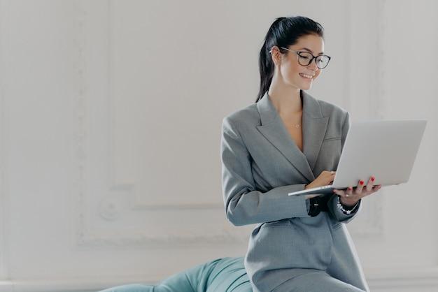 Beautiful brunette woman using a laptop
