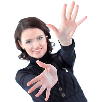 흰색에 격리 포용 준비가 서로 다른 방향으로 손으로 아름 다운 비즈니스 여자.
