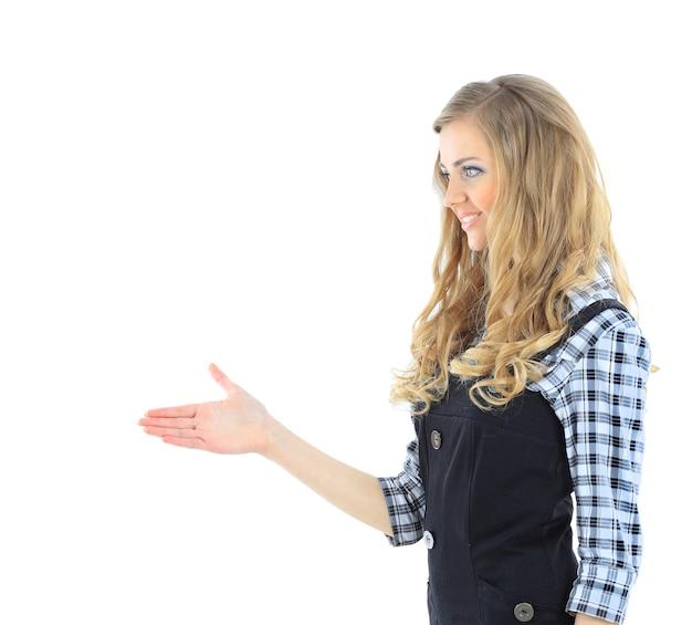 美しい実業家が握手を求めて手を差し伸べる。白い背景で隔離。