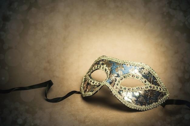 Красивая карнавальная маска, вид крупным планом