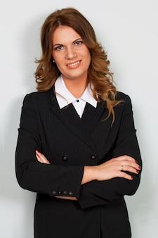 Красивая кавказская коммерсантка в костюме