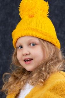 Красивый ребенок лет пяти